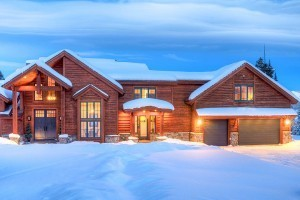 Big Sky Vacation Rentals | Private Luxury Homes :: Luxury homes one-hour from Yellowstone! Winter ski access to 5800+ acres of skiable terrain at Big Sky. Summer activities include hiking, rafting, zip lines, swimming and more