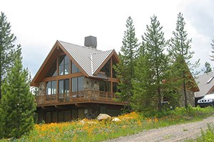 Mountain Home Rentals - wedding group rentals :: 80+ private cabins, homes & lodges, riverfront locations and incredible mountainside retreats. Recognized by Conde Nast Traveler. Lots of large homes for wedding groups.