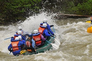 Geyser Whitewater - Big Sky's Local Raft Company :: Experience exhilarating fun on the Gallatin River. We offer placid scenic floats, wet-n-wild whitewater, leisurely horseback rides and beginning kayak adventures.