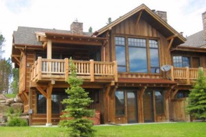 Saddle Ridge - 2, 3 & 4-BR Cabins, Condos & Homes :: Only 45 mins from Yellowstone & steps from dining, hiking & pool. Enjoy luxury for less w/prices from $250/nt. Full kitchens, private hot tubs, fireplaces & outdoor grills.
