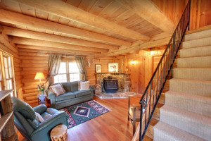 Moose Guest Home at Diamond J Ranch :: This is an extraordinary cabin in an extraordinary location, minutes to the Moonlight Basin area of Big Sky Resort. Sleeping 6 in 2-bdrms, this home is well priced for skiers.