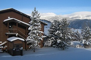 Bucks T-4 Lodge, Hotel, Pub & Restaurant :: Big Sky's best vacation value, just 45 minutes to Yellowstone. Quality lodging, fine dining restaurant or family comfort food, with pool, new hot tubs and ski bus shuttle.